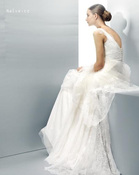 867516a1390 ... JESUS PEIRO svatební šaty
